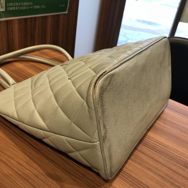 今里のお客様からシャネルのバッグ【復刻トート】を買取_03