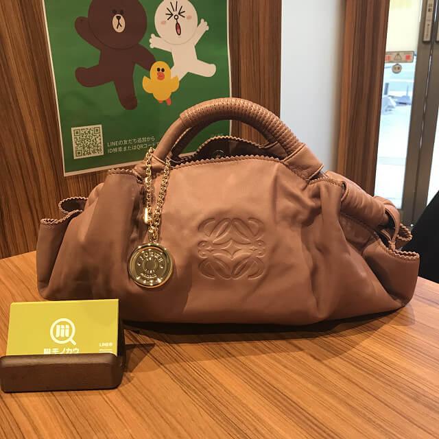 天王寺のお客様からロエベのバッグ【ナッパアイレ】を買取_01