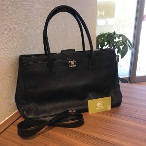 西宮のお客様からシャネルのエグゼクティブトートバッグを買取