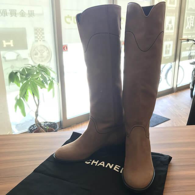 西宮のお客様からシャネルのレザーロングブーツを買取_01