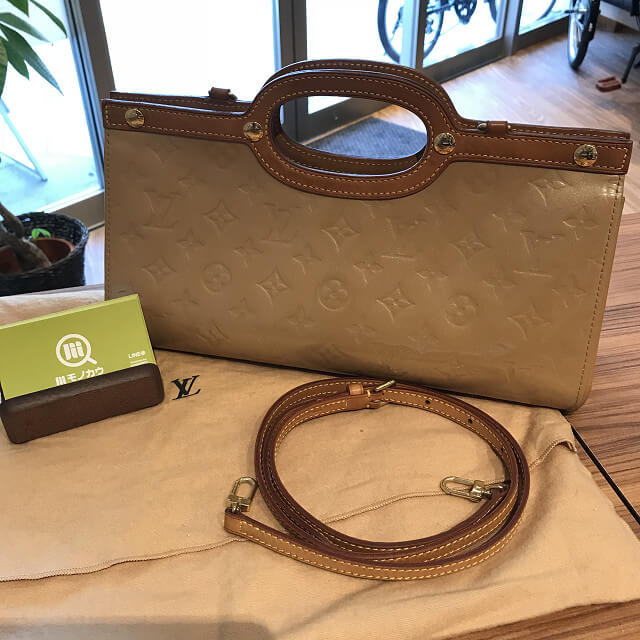 与那原町のお客様からヴィトンのヴェルニのバッグ【ロクスバリードライブ】を買取_01