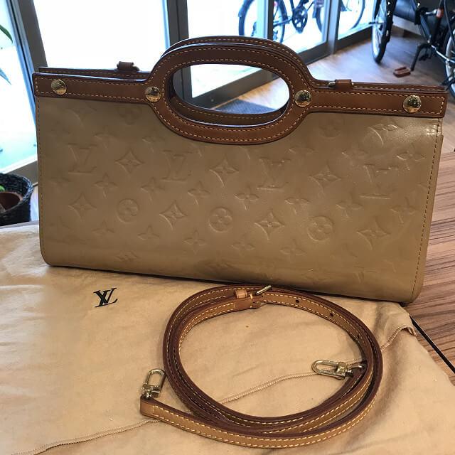 与那原町のお客様からヴィトンのヴェルニのバッグ【ロクスバリードライブ】を買取_03