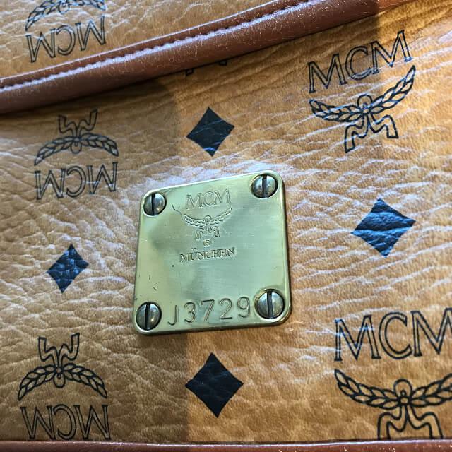天王寺のお客様からMCMのショルダーバッグを買取_03