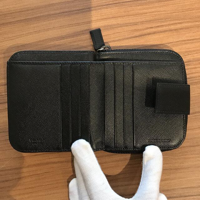 石神井台のお客様からプラダの財布を買取_03