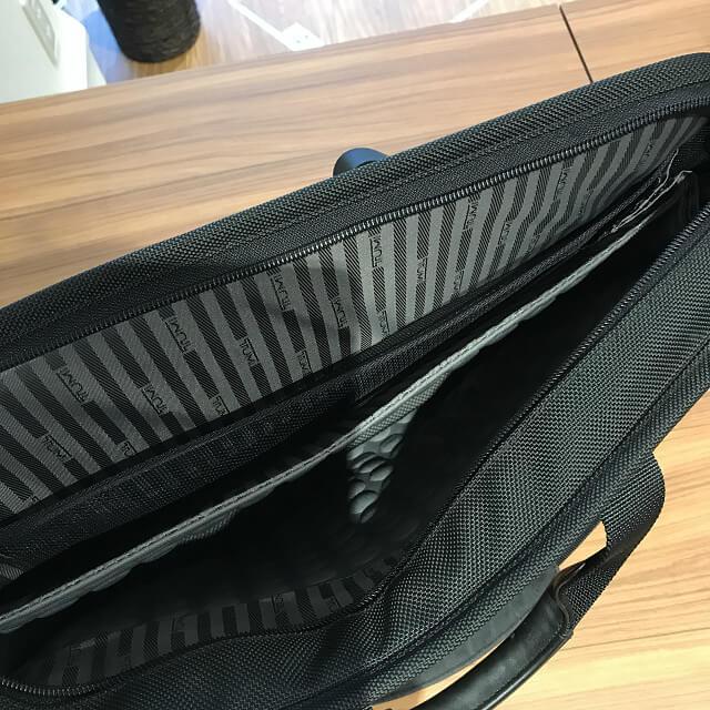 横浜元町中華街のお客様からTUMI(トゥミ)の2wayバッグを買取_04