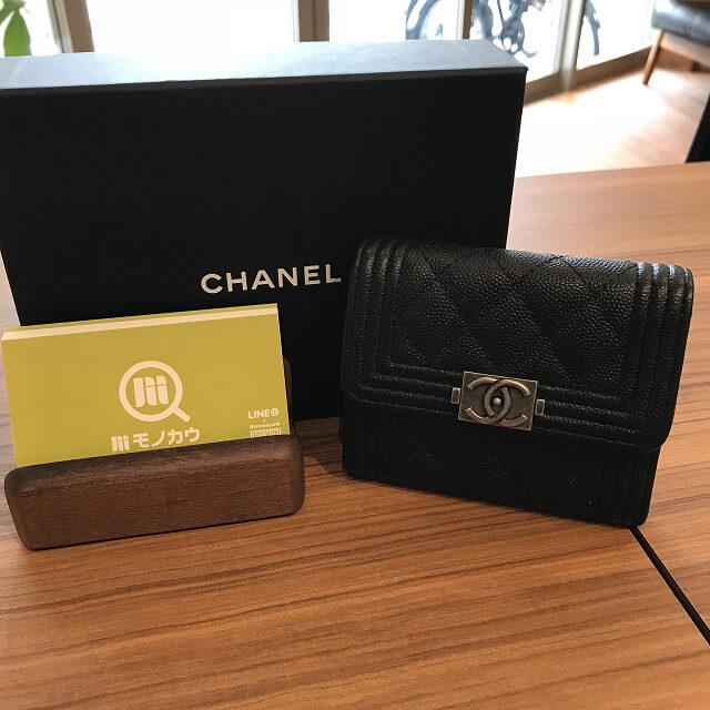 東大阪のお客様からシャネルの三つ折り財布を買取_01