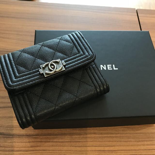 東大阪のお客様からシャネルの三つ折り財布を買取_02