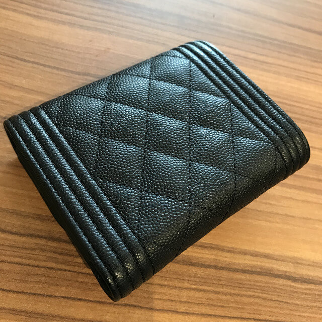 東大阪のお客様からシャネルの三つ折り財布を買取_03