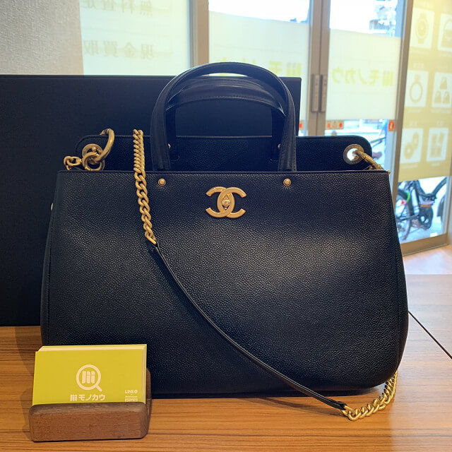 和泉のお客様からシャネルのショッピングバッグを買取_02