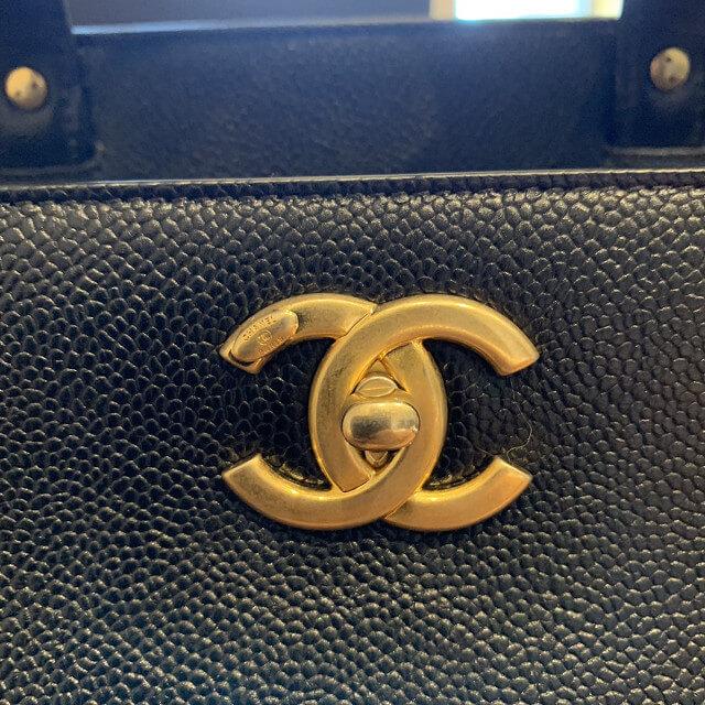 和泉のお客様からシャネルのショッピングバッグを買取_04