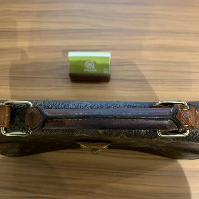 鶴橋のお客様からヴィトンのポルトドキュマン バンドリエールを買取_04