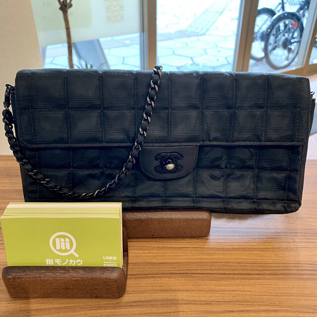 蟹江町からシャネルのニュートラベルチェーンバッグを買取_02