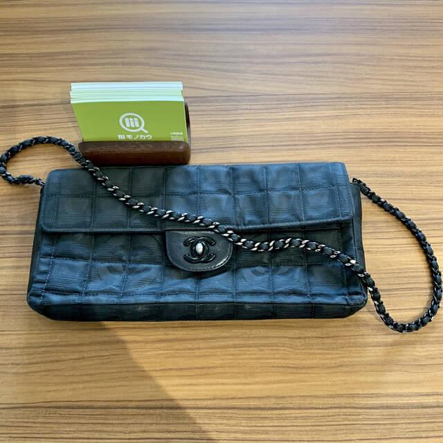 蟹江町からシャネルのニュートラベルチェーンバッグを買取_03