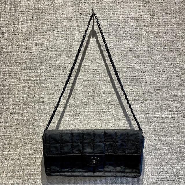 蟹江町からシャネルのニュートラベルチェーンバッグを買取_04