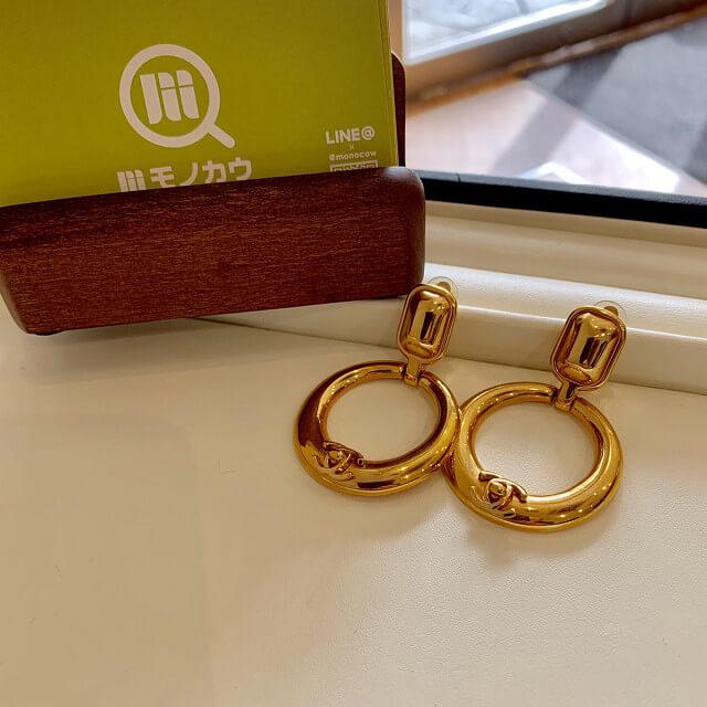 宇治からシャネルのココマークゴールドイヤリングを買取_01