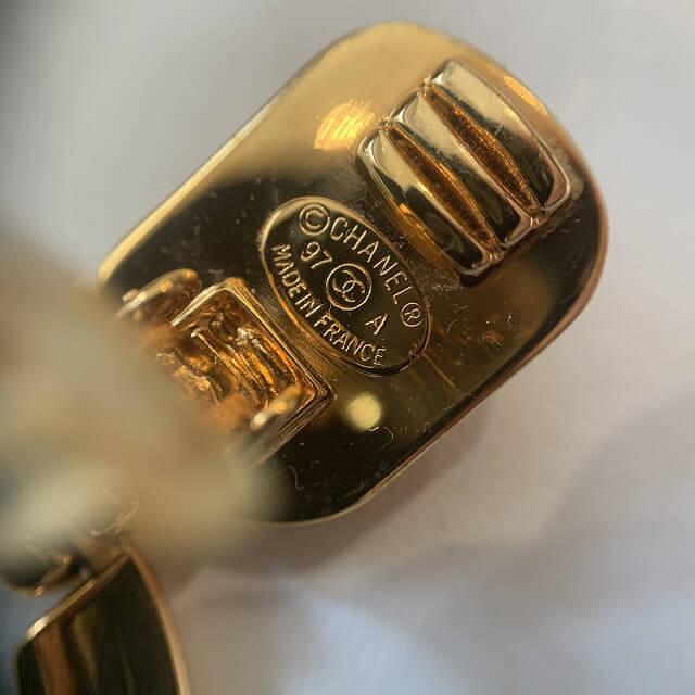 宇治からシャネルのココマークゴールドイヤリングを買取_04