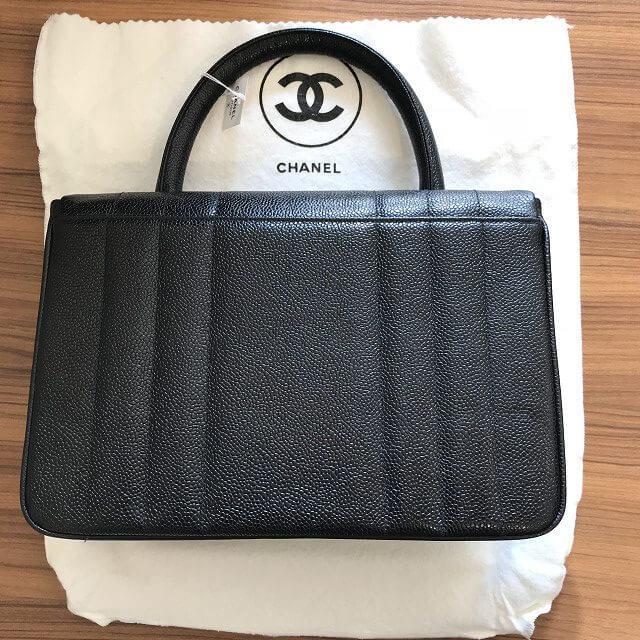 玉造のお客様からシャネルのキャビアスキンのハンドバッグを買取_02