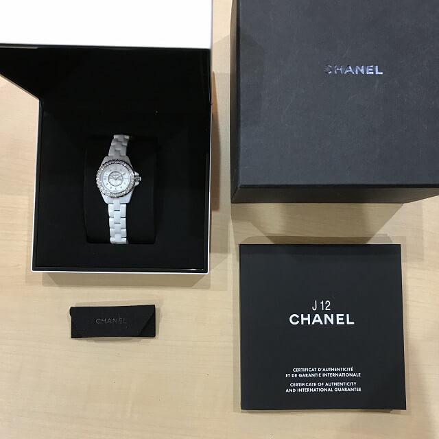 堺市鳳のお客様からシャネルの腕時計【J12】を買取_04