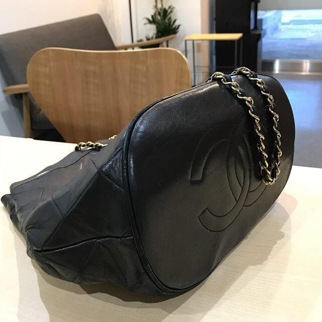 江南からシャネルのラムスキン巾着バッグを買取_02