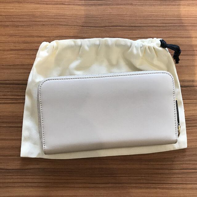 松原からフェンディのプレキシガラススタッズの長財布を買取_02