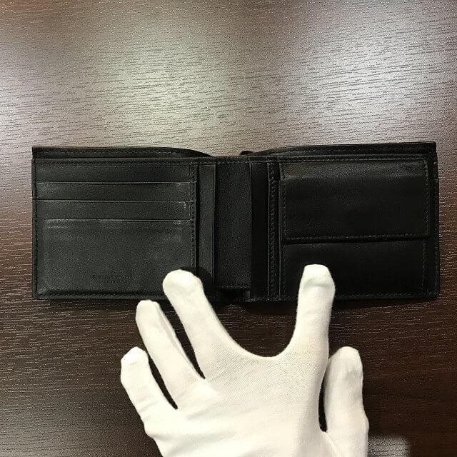 宮城からボッテガヴェネタのチェーン着付き二つ折り財布を買取_03