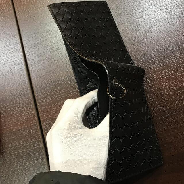 宮城からボッテガヴェネタのチェーン着付き二つ折り財布を買取_04