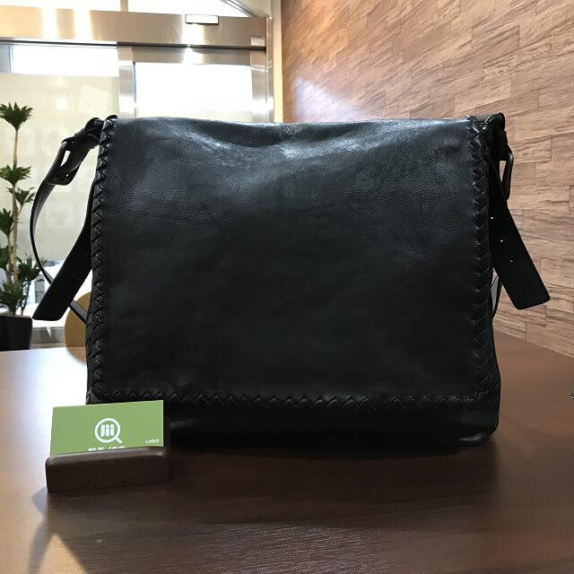 枚方店にてボッテガヴェネタのメッセンジャーバッグを買取_01
