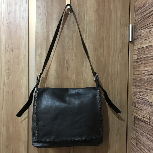枚方店にてボッテガヴェネタのメッセンジャーバッグを買取_03