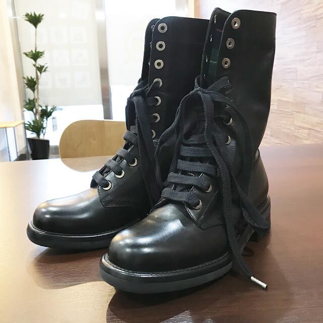 大阪梅田のお客様からシャネルのワークブーツを買取_03