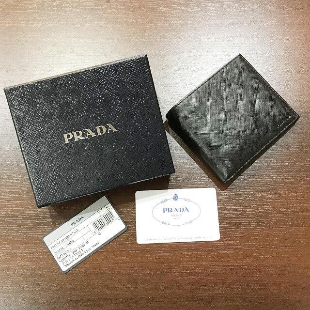 東大阪長田のお客様からプラダの二つ折り財布を買取_01