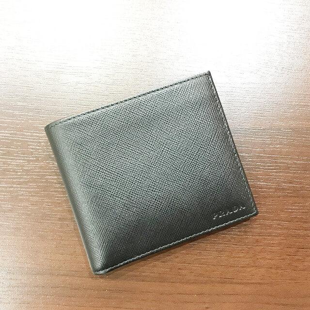 東大阪長田のお客様からプラダの二つ折り財布を買取_02