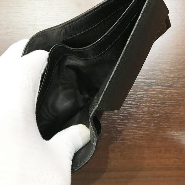 東大阪長田のお客様からプラダの二つ折り財布を買取_03