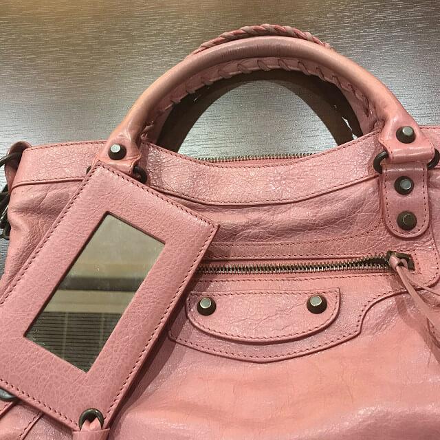 箕面のお客様からバレンシアガのエディターズバッグ【ファースト】を買取_02