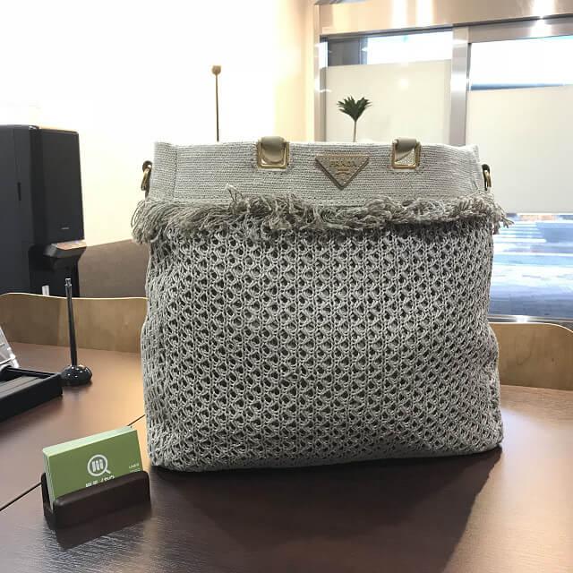神田からプラダの麻トートバッグを買取_01