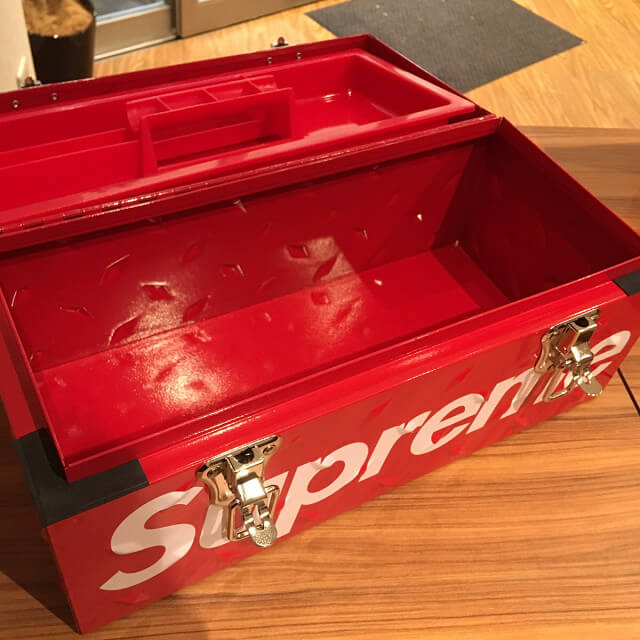 岡本のお客様からSupreme(シュプリーム)の18AW Diamond Plate Tool Boxを買取_03