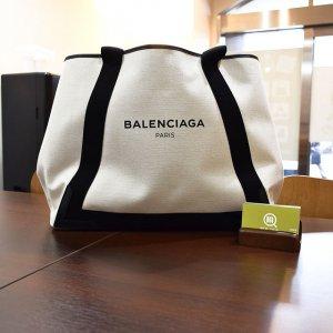 心斎橋でバレンシアガの人気バッグ【ネイビーカバ】を買取