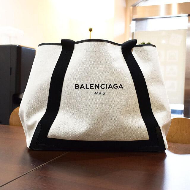 心斎橋でバレンシアガの人気バッグ【ネイビーカバ】を買取_02