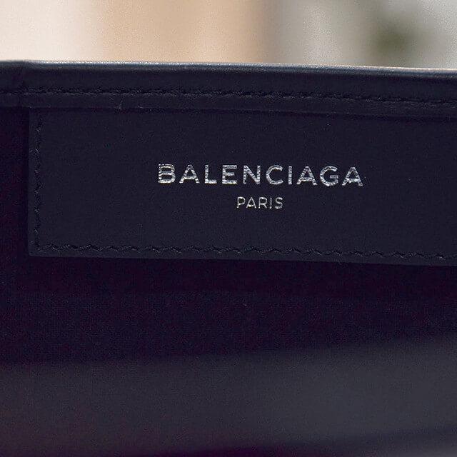 心斎橋でバレンシアガの人気バッグ【ネイビーカバ】を買取_04