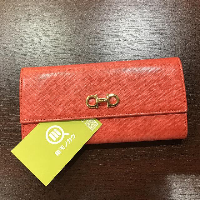 堺のお客様からフェラガモの二つ折り財布を買取_01
