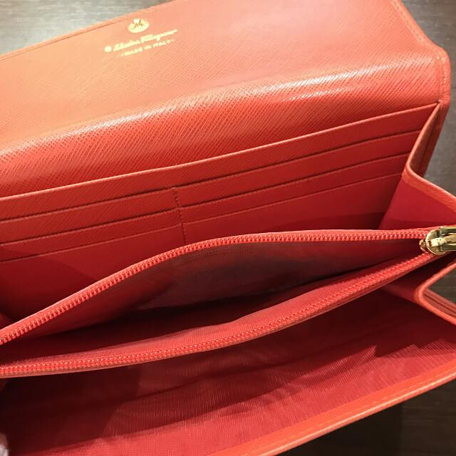 堺のお客様からフェラガモの二つ折り財布を買取_03