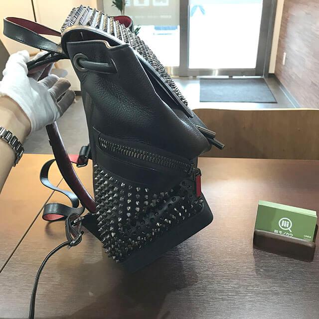 大阪のお客様からルブタンのバックパック【エクスプローラー ファンク】を買取_03