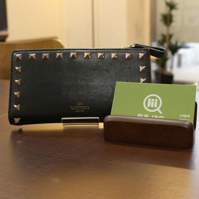 北見店にてヴァレンティノのロックスタッズラウンドファスナー長財布を買取_01