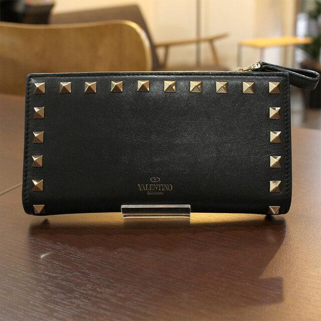 北見店にてヴァレンティノのロックスタッズラウンドファスナー長財布を買取_02