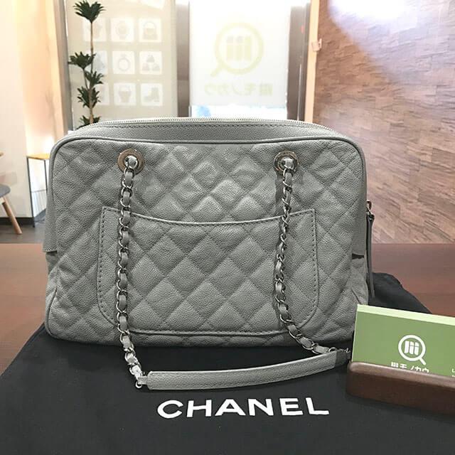 大阪市内のお客様からシャネルのチェーントートバッグを買取_02