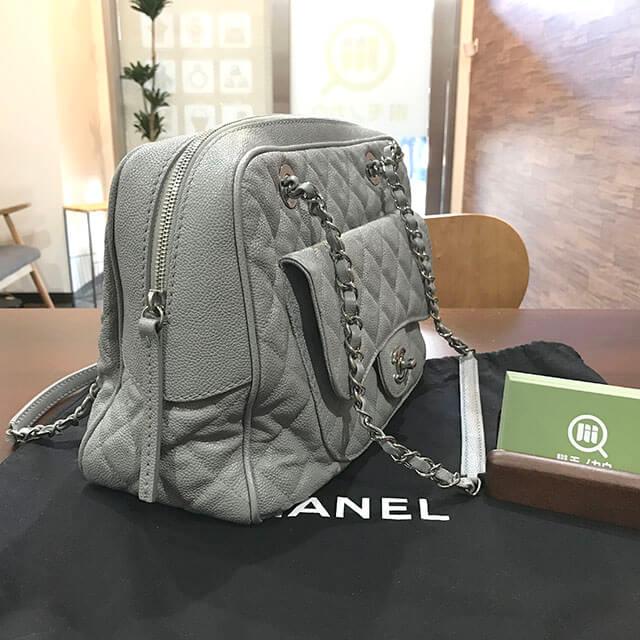 大阪市内のお客様からシャネルのチェーントートバッグを買取_03