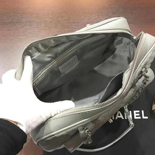 大阪市内のお客様からシャネルのチェーントートバッグを買取_04