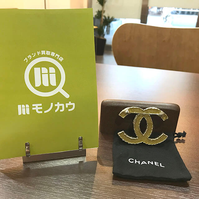 箕面のお客様からシャネルのココマーク パールブローチを買取_04