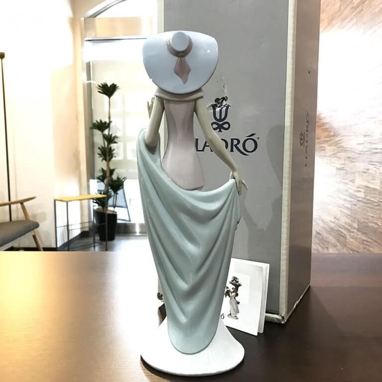上尾のお客様からリヤドロのフィギュリン【Lady of Nice】を買取_02