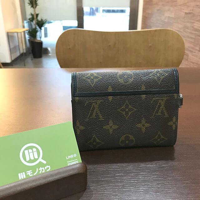 難波(なんば)のお客様からヴィトンのモノグラムマカサーのコンパクト財布を買取_02