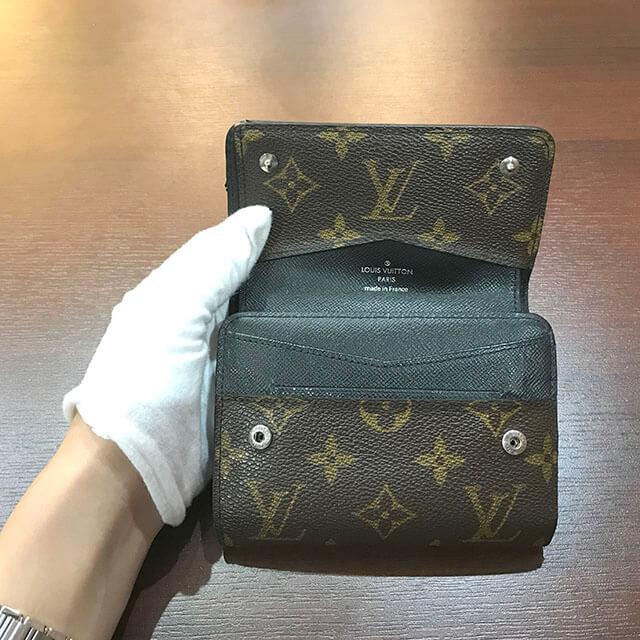 難波(なんば)のお客様からヴィトンのモノグラムマカサーのコンパクト財布を買取_03